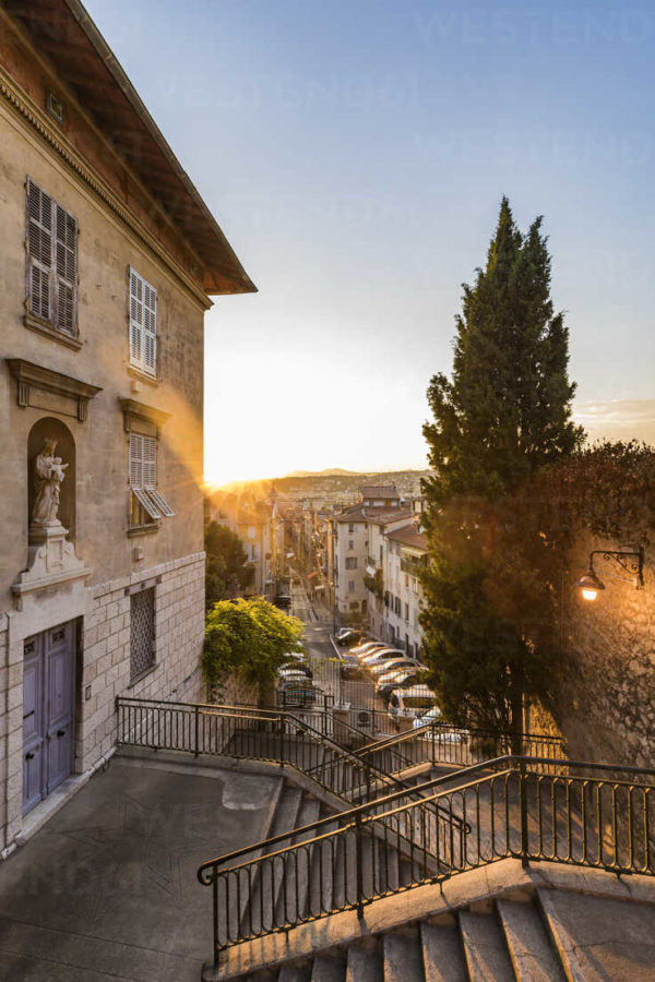 France, Provence-Alpes-Cote d'Azur, Nice, Old town at sunset